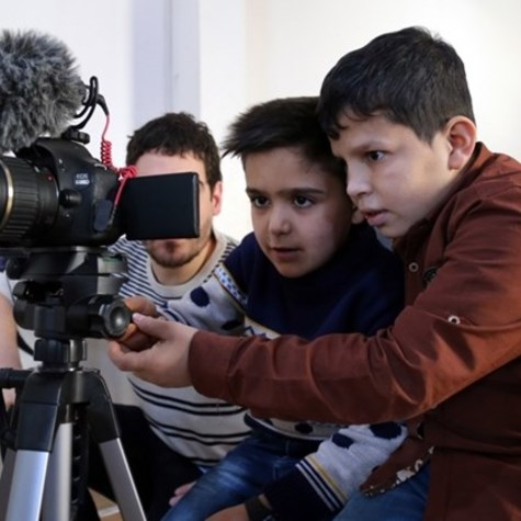 Fostering Shatila kids' creativity with a movie camera